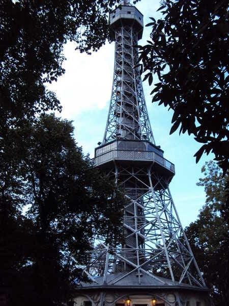 Прага Петршинская башня