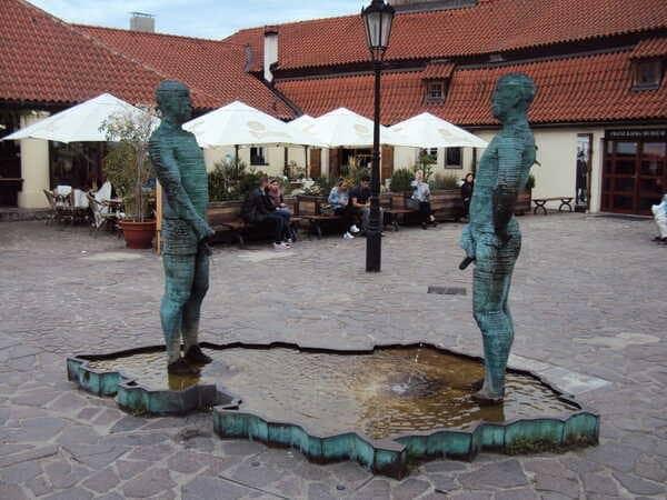 Прага Писающие Мужчины