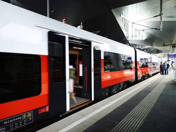 городская электричка из аэропорта Вены
