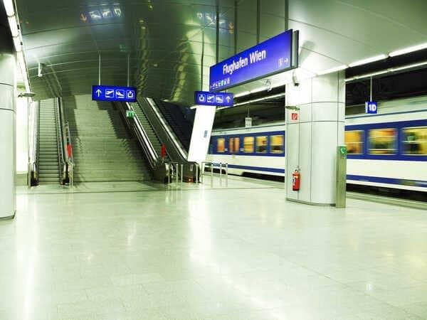 железнодорожная станция в аэропорту Вены