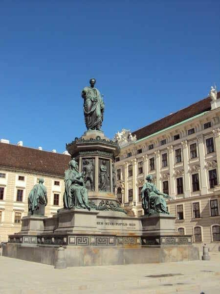 Вена-Памятник Кайзеру Францу 1