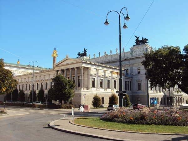 Вена-Площадь Леопольда Граца