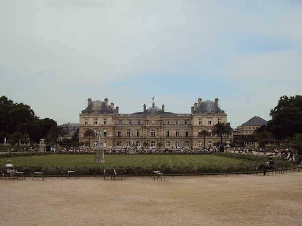Люксембургский дворец в Париже