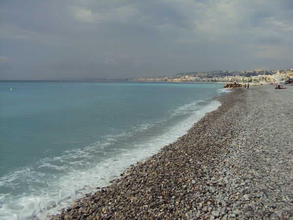 Галечный пляж в Ницце