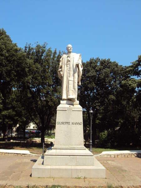 памятник в Альгеро