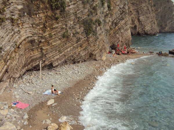 Пляж Гавайи возле Будвы